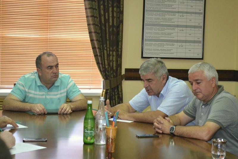 Камиль Изиев провёл личный приём граждан